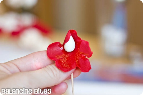 How to make small gumpaste roses (24)
