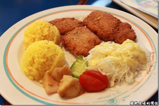 台南-成大二十一世紀。海鮮全餐,一開始我還以為是雞塊,吃下去之後才發現是魚肉。