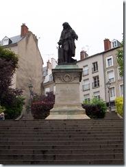 2004.08.28-030 statue de Denis Papin