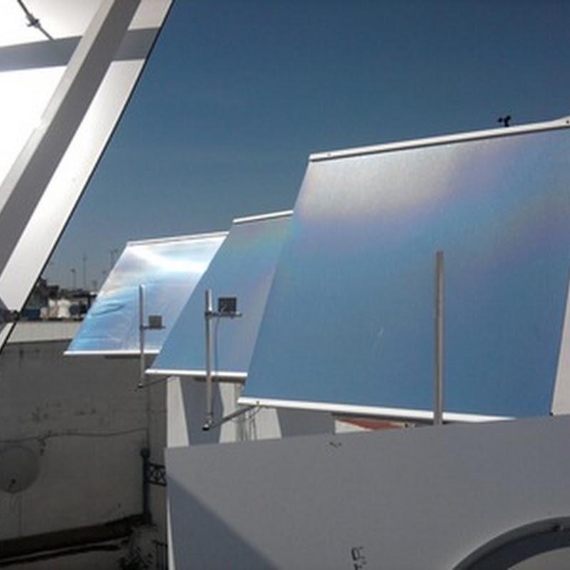 Espejos solares móviles para dirigir la luz hacia un punto deseado