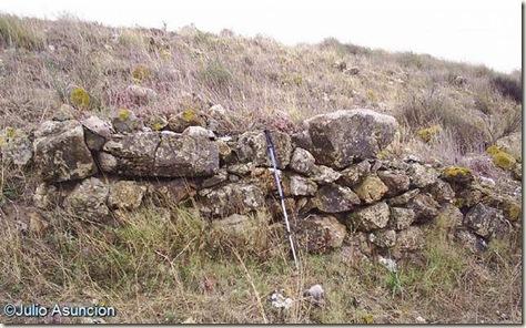 Restos de muro del poblado de El Negret