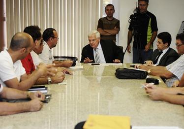 Secretrios Paulo de Tarso e Anselmo Carvalho recebem representantes do Sinai - Elisa Elsie