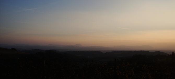hribi in večerne meglice