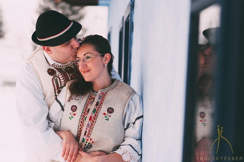 Sipos Szabolcs, Küldetésben, esküvői fotók, jegyesfotózás, riport, életképek, Gyímes, Borospatak, Gyímesi Skanzen és Panzió, téli jegyesfotózás