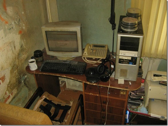 dirty-workstations-messy-16