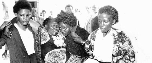 This January 1999 image shows Nobel Peace Prize winner Wangari Maathai, environmentalist and human rights campaigner, carried to the courts after she was beaten by a mob after she confronted private developers that had illegally taken land in the Karura forest. Photo: EPA / Landov