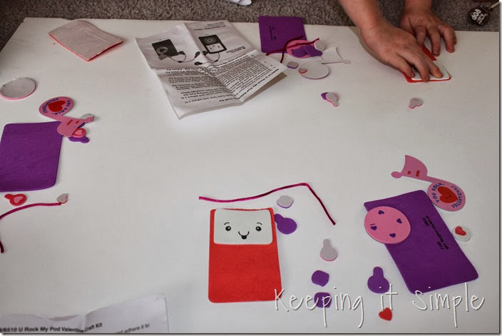 easy-valentine-kids-crafts #orientaltrading (11)