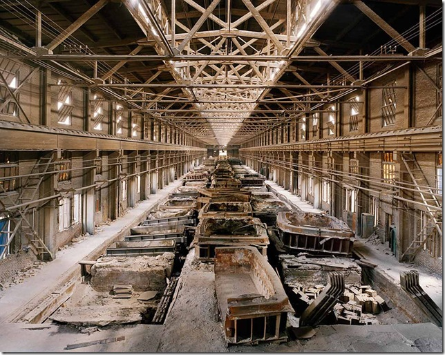 Old Factories #9 - abandoned factory in China © Edward Burtynsky