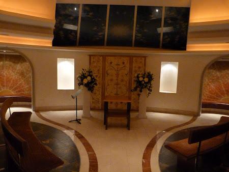 Croaziera Royal Carribean prin Mediterana: capela pe vasul de croaziera.