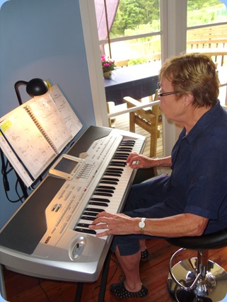 In between being a great host, Yvonne managed to squeeze-in some great playing for us on her Korg Pa1X keyboard.
