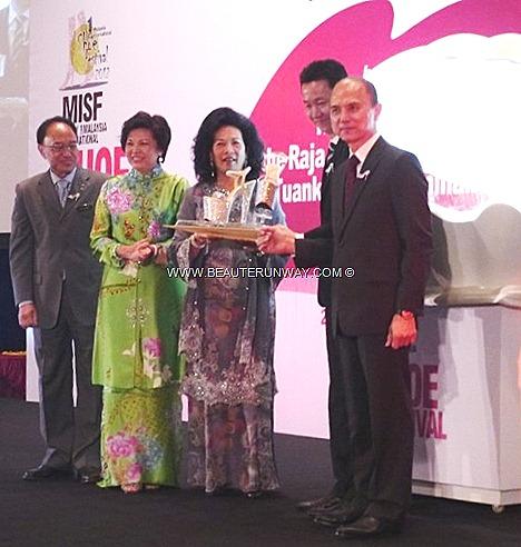 JIMMY CHOO COUTURE  DESIGNER bling bling high heels stilettos QUEEN OF MALAYSIA INTERNATIONAL SHOE FESTIVAL 2012 KUALA LUMPUR