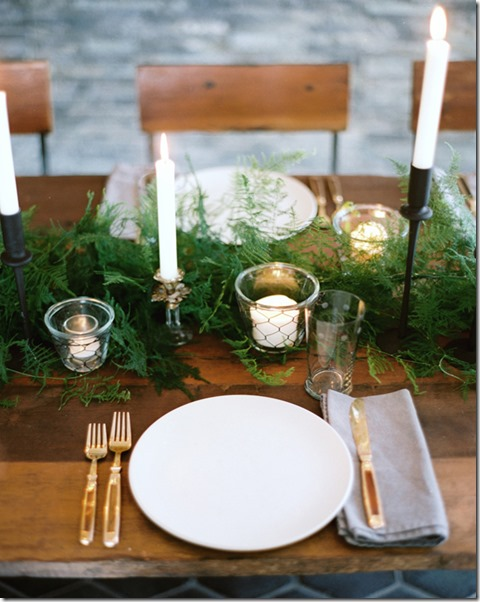 winter-wedding-table-settinghoneyofthousandflowers