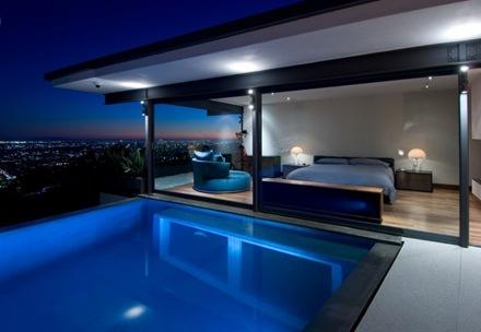fachada-casa-de-lujo-en-Hollywood-Hills