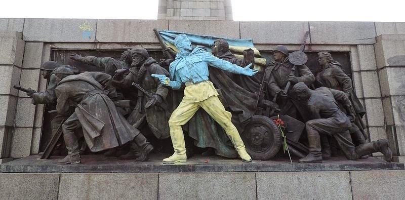 monument-soviet-army-sofia-9