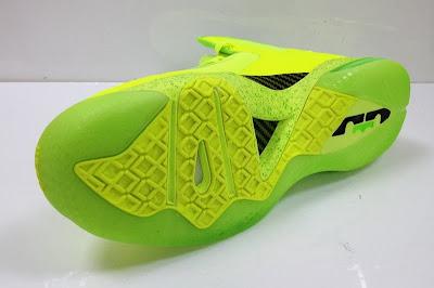 nike lebron 9 ps elite lebron pe tennis 4 01 #TBT: Nike LeBron 9 P.S. Elite Tennis Balls / Dunkman PE