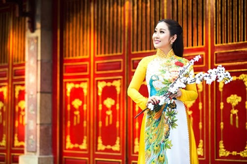 nguoi-dep-mc-kim-trang-len-chua-le-phat (6)