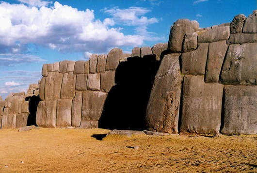 1024px-Sacsahuaman_wall2-663x447