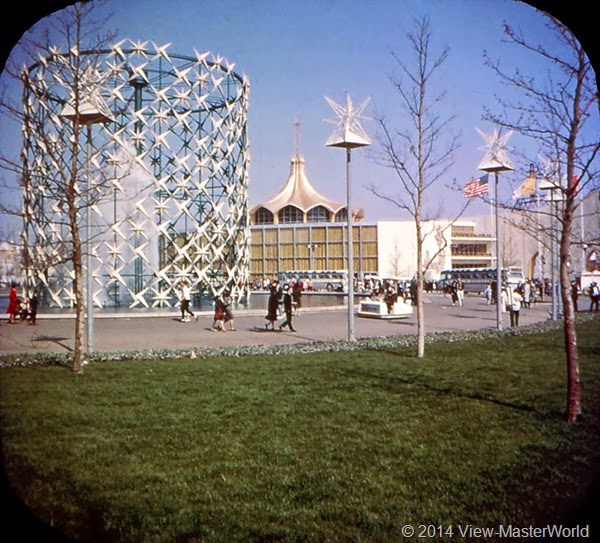 View-Master New York World's Fair 1964-1965 (A671),Scene 2: Astral Fountain and Vatican Pavilion