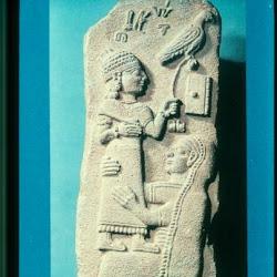 55 - Estela Funeraria de Tarhumpiya (París. Museo del Louvre)