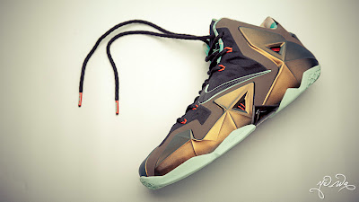 nike lebron 11 gr parachute gold 3 01 kings pride Nike LeBron XI Kings Pride   Detailed Look & Package
