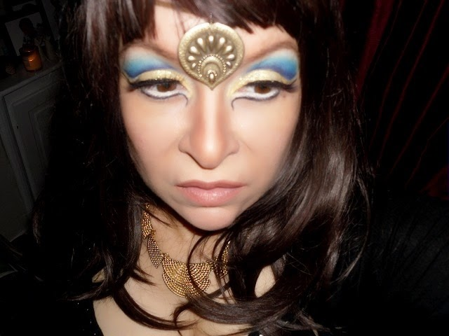 03-halloween-cleopatra-egypt-queen-makeup-look-hooded-eyes