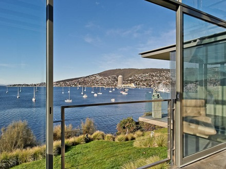 Arquitectura kay house espectacular casa a orillas del r o for Casa de lujo minimalista y espectacular con piscina por a cero