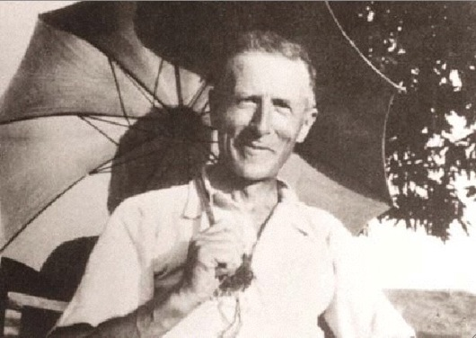 Image pierre teilhard de chardin pere teilhard jesuite scientifique jesuit scientist point omega noosphere le phenomene humain the human phenomenon parapluie galactique galactic umbrell1