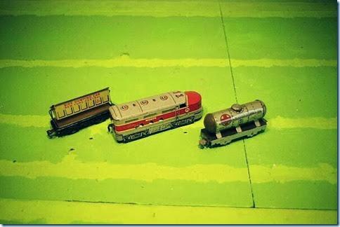 Marx #567 6-in Side Dump Car & #81 Diesel & #553 6-in Tank Car