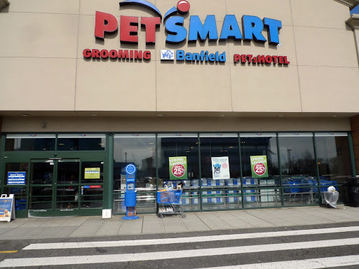 Francesca, as official spokesdogs for PetSmart, it's our duty to make sure that the stores are up to our impeccable standards.  Let's give this store a thorough inspection!