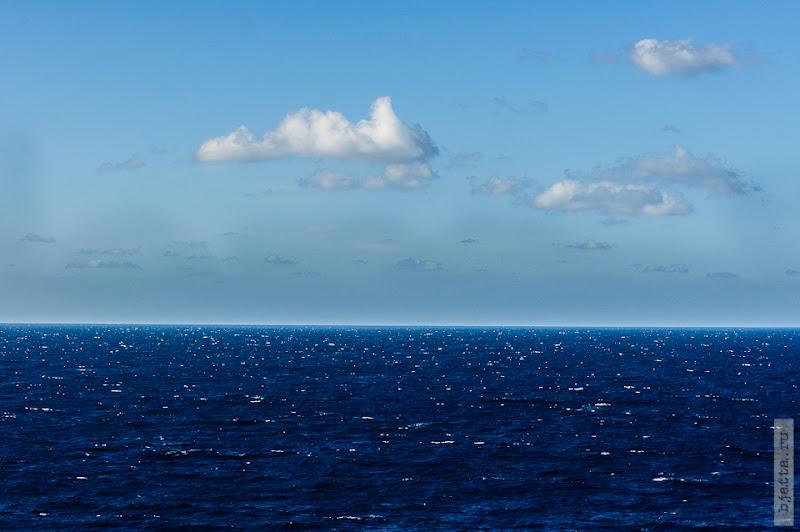 30. Круиз на Costa Concordia. День 7-й. Морской день, из Фуншала в Малагу, через гибралтар. Только здесь понятно, почему Чёрное море, называют чёрным.