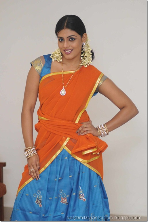vaagai_sooda_vaa_Iniya_in_Half_Saree_Photo_01