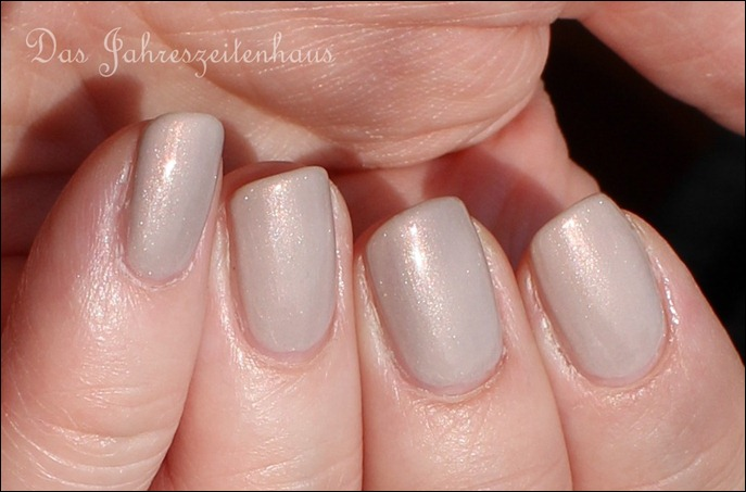 Beige Essence Crystallized 03 Iced Age Reloaded 6