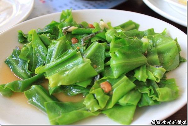 寶來-山之戀風味餐廳。丁香山蘇,NTD100。感覺破朴子及丁香魚稍微少了一點,不過山蘇要脆才是重點。