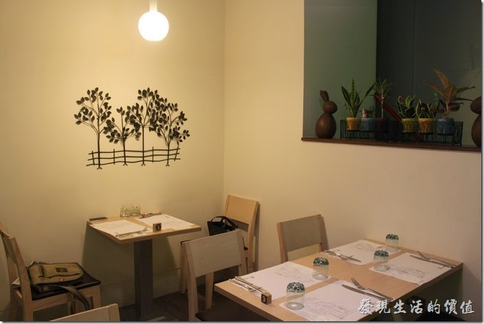 台南-左右咖啡蔬食。二樓另一側的環境!