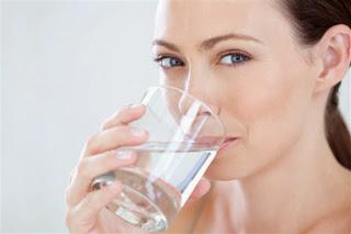 Boire de l'eau ne fait pas perdre de poids
