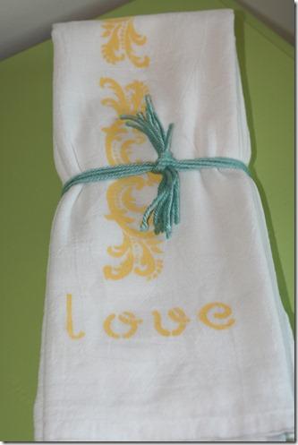 Stenciling Flour Sack Dish Towels (27)