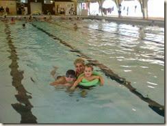 Klub im Schwimmbad mit Facu und Matthias