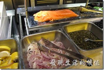 台北-寒舍艾美-探索廚房。煙燻鮭魚。