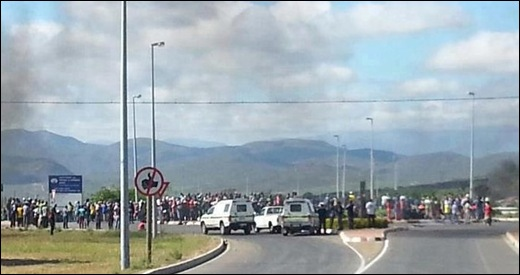 DE DOORNS ROBERTSON RIOTS NOV132012 9am