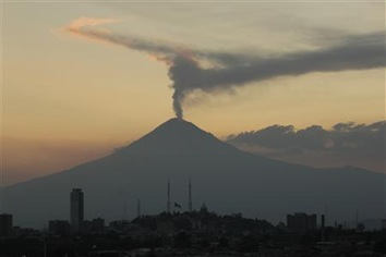 Stirring-Mexican-volcano-closes-schools-raises-alert