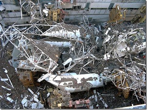 Обрушившиеся 13 мая 2002 года перекрытия цеха на Байконуре похоронили вершину советской космической программы