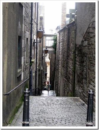 Little alleyways like this adorn Old Town Edinburgh.