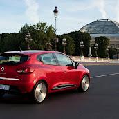 2013-Renault-Clio-4-15.jpg