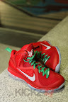 nike lebron 9 gr christmas 4 14 kickz Throwback Thursday: Look Back at LBJs 2011 Christmas Shoes