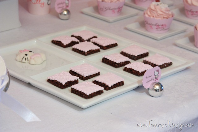 IMG_9407_rosa_kakebord_hello_kitty_dessertbord_bursdag