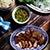 Grillowany karczek z ostrym dipem i liśćmi brokuła chińskiego
