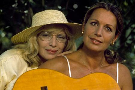Monica Vitti e Catherine Spaak nel film Scandalo segreto nel 1989