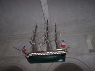 2008.10.17-004 maquette de bateau au plafond de l'église