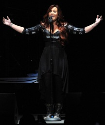 demi-lovato-performing-live-y100-jingle-ball-2011-12