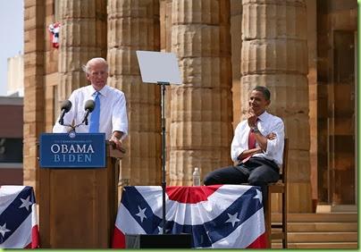 1024px-Biden_Obama_3b